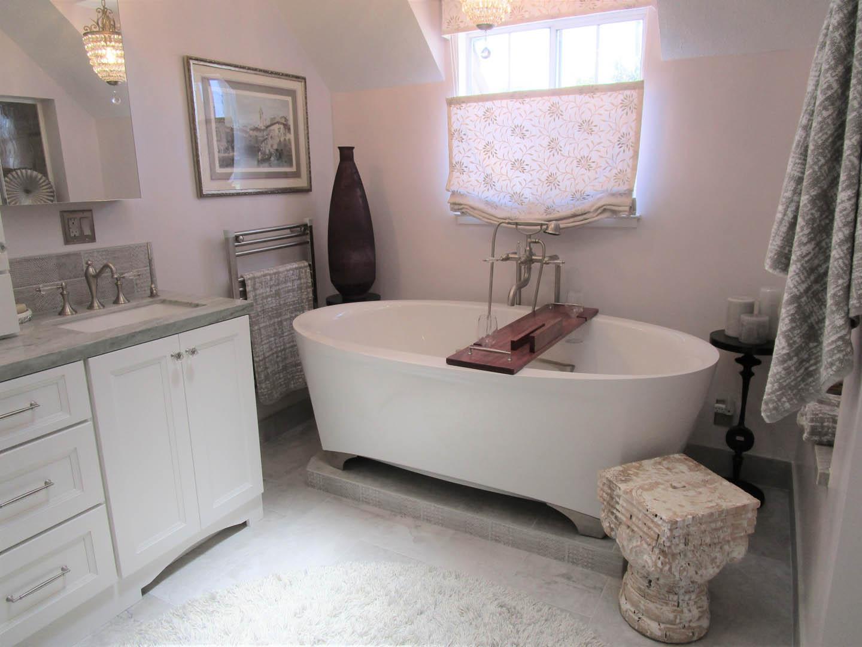 Vanity & Soaking Tub (light adjusted)